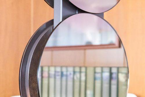 radiador eléctrico de pie con luz incorporada y superficie de espejo